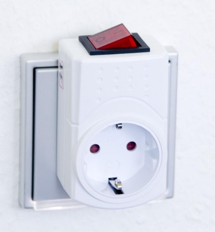 prise blind e avec interrupteur bipolaire danell ondes. Black Bedroom Furniture Sets. Home Design Ideas